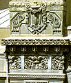 Azərbaycan Dövlət Akademik Opera və Balet Teatrının binasının fasadında memarlıq detalı.JPG