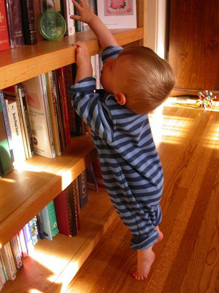 małe dziecko - jak dbać o bezpeiczęństwo w domu