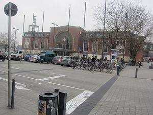 Kiel Hauptbahnhof - Station forecourt with northern entrance