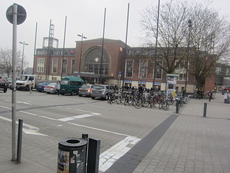 Kiel Hauptbahnhof - Station forecourt with northern entrance