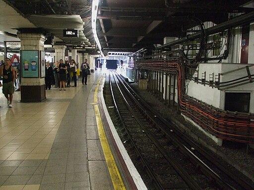 Baker Street stn Metropolitan bay platform 4 looking north