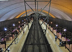 La Pau (Barcelona Metro) - La Pau L2 platforms