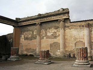 Basilica pompei wikipedia for Colonne di portico di casa