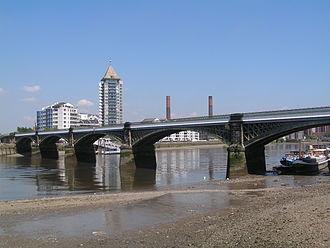 Battersea Railway Bridge - Image: Battersea Rail Bridge