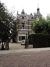 """Villa """"Klein Hondsbeek"""" (oorspr. """"Elsa"""") met toegangshek"""