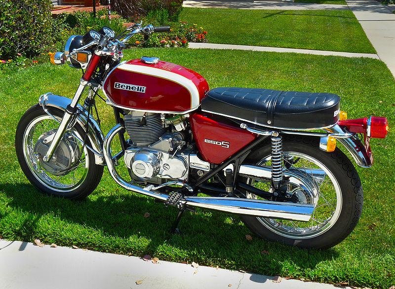Benelli 800px-Benelli_Tornado_650S_1972sx
