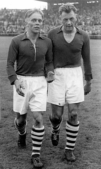 Bent Sørensen (footballer) - Sørensen (right) in 1953