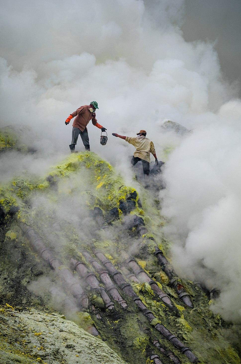 Bergelut dengan asap nan beracun