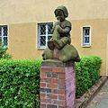 Berlin-Baumschulenweg Köpenicker Landstraße - Puttenskulpturen (1).JPG
