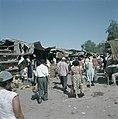 Bersjeba. Markttafreel marktkramen met een provisorisch dak van zeildoek en gol, Bestanddeelnr 255-9241.jpg