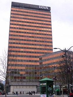 El niño que ha caído a un pozo 250px-Bilbao_-_Torre_Banco_de_Vizcaya_24
