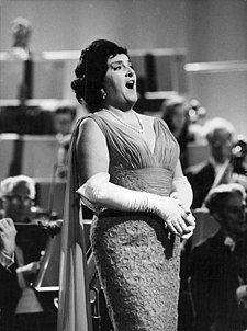 Birgit-Nilsson-standing-and-singing-on-the-stage-391837722733.jpg