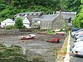 Boats stranded by low tide in Tobermory Harbour - panoramio.jpg