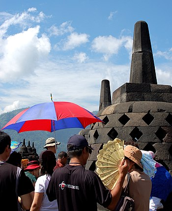 English: tourists at Borobudur