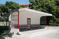 Brno, Obilní trh, tramvajová čekárna (1030).jpg