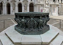 Bronze well in the courtyard of Doges palace Venice.jpg