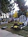 Bucuresti, Romania. Cimitirul Bellu Catolic. Imagine din Cimitir dupa 1 Noiembrie (Ziua Luminatiei).jpg