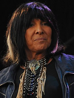 Buffy-Sainte-Marie-DSC 2378 (3805385651).jpg
