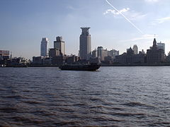 Bund and Huangpu River, Shangahi.JPG