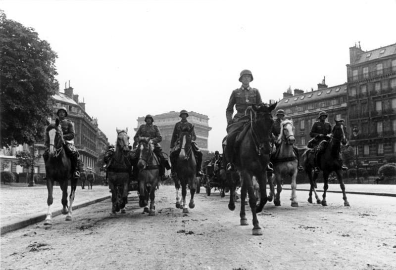 Bundesarchiv Bild 101I-126-0350-26A, Paris, Einmarsch, Parade deutscher Truppen