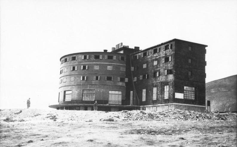 Bundesarchiv Bild 101I-567-1503A-05, Gran Sasso, Hotel Campo Imperatore