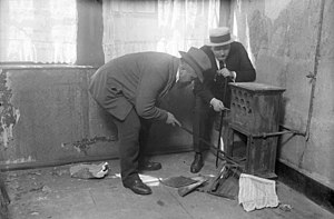 Fritz Haarmann - Detectives search a stove inside Haarmann's attic room at 2 Rote Reihe