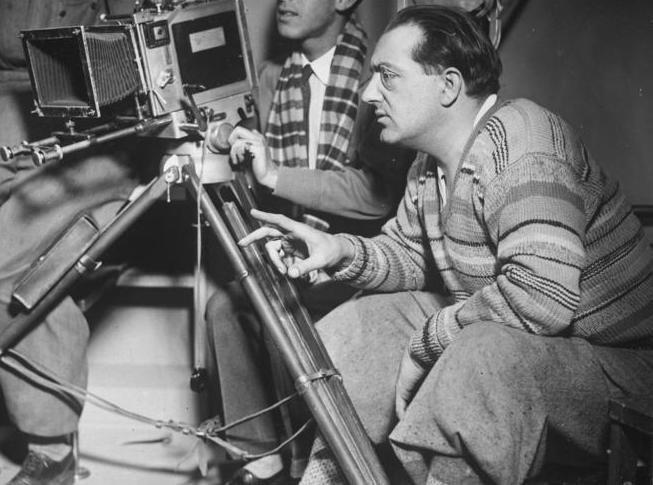 Bundesarchiv Bild 102-08538, Fritz Lang bei Dreharbeiten (cropped)