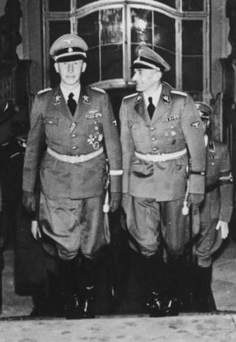 Heydrich (left) with Karl Hermann Frank at Prague Castle in 1941 Bundesarchiv Bild 146-1972-039-26, Reinhard Heydrich im Prager Schloß crop.jpg