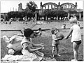 Bundesarchiv Bild 183-66636-0001, Berlin, Planschbecken am Nordbahnhof.jpg