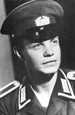 Bundesarchiv Bild 183-C1005-0010-001, DDR-Grenzsoldat Egon Schultz