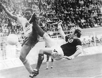 Billy Bremner (right) playing for Scotland against Zaire at the Westfalenstadion in the 1974 FIFA World Cup Bundesarchiv Bild 183-N0614-0028, Fussball-WM, Zaire - Schottland 0-2.jpg