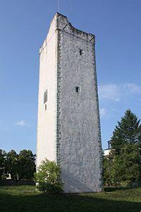 Burg Pöllnitz 02 Bergfried.jpg