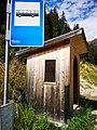 Bushaltestelle bei weißenbach in sarnthal south tyrol.jpg
