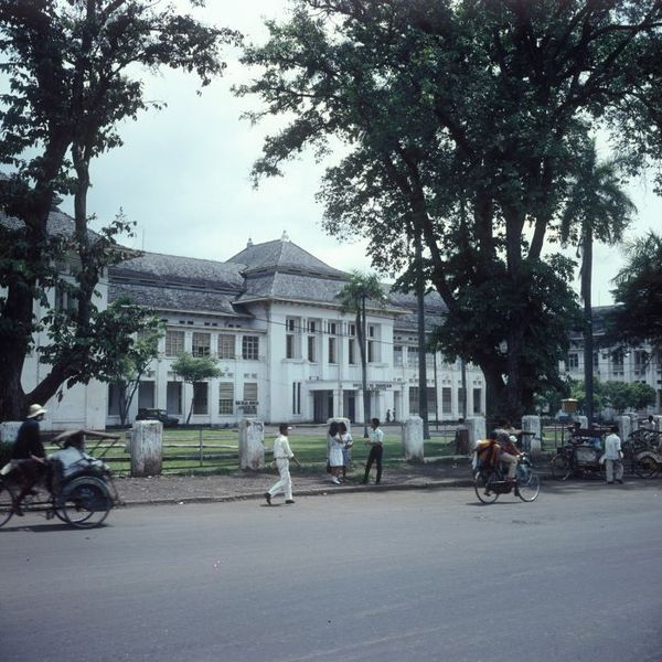 File:COLLECTIE TROPENMUSEUM De geneeskundefaculteit van de Universitas Indonesia TMnr 20025516.jpg