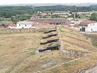 Cañones en baluarte de las murallas de Ciudad Rodrigo (tramo oeste).jpg