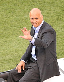 Cal Ripken, Jr honored at Camden Yards 2007.jpg