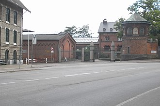 Valby Langgade - The entrance to Carl Jacobsen House at the site where Pile Allé turns into Valby Langgade