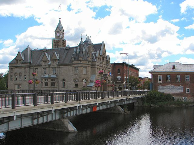 Carleton Place by By P199 (Own work) [CC-BY-SA-3.0 (https://creativecommons.org/licenses/by-sa/3.0) or GFDL (https://www.gnu.org/copyleft/fdl.html)], via Wikimedia Commons