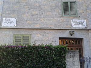 Casa Coraggio, Bordighera - Casa Coraggio, memorial plaques for George MacDonald and Edmondo De Amicis