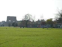 Villa De Sanctis, sullo sfondo il mausoleo di Elena