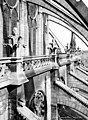 Cathédrale Notre-Dame - Abside, côté sud, galerie entre les arcs-boutants - Paris 04 - Médiathèque de l'architecture et du patrimoine - APMH00014101.jpg
