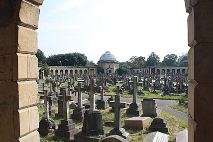 Central section, Brompton Cemetery.JPG