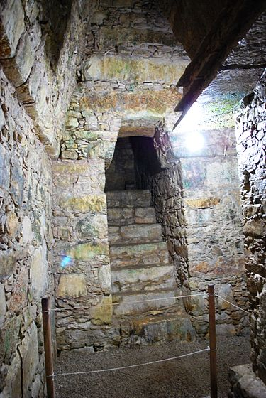 The burial chamber and the stairway leading into it. ChamberTombTempleXIII.JPG