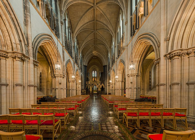 Archivo:Christ Church Cathedral Nave, Dublin, Ireland - Diliff.jpg