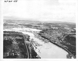 Christmas flood of 1964 - An aerial view of the flood, showing Willamette Falls and Oregon City