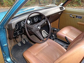 Chrysler 180 - Interior of a Chrysler 160 fitted with manual transmission.