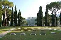 Cimitero militare Germanico Cassino 2010-by-RaBoe-52.jpg