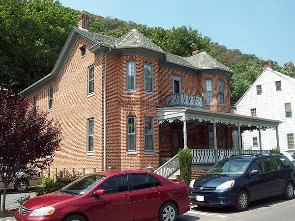 historic district contributing properties in west virginia