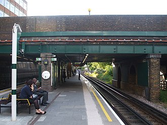 Colindale tube station - Image: Colindale station northbound