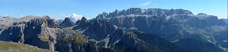 File:Crespëina Mont de Sëura Cir Sela te Gherdëina.jpg